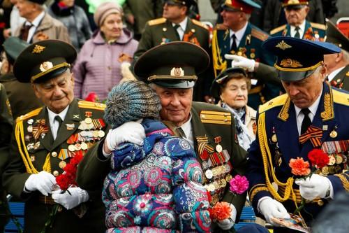 rusya zafer kutlamalari askerler